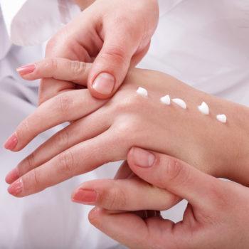 Кремовый массаж рук фото