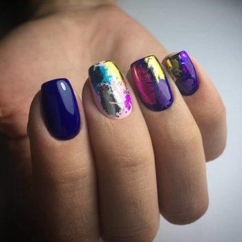 фото Фольга для ногтей в студии красоты