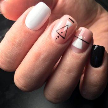 фото Ремонт ногтя в студии красоты