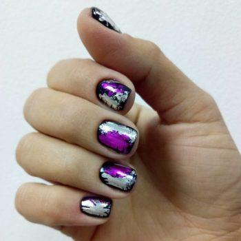 фото Фольга для ногтей в студии маникюра