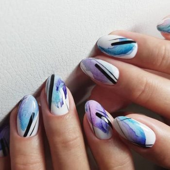 фото Полоски на ногтях в студии маникюра