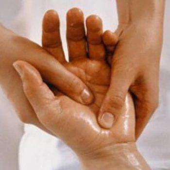 фото Массаж рук в студии маникюра