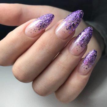 фото Глиттер для ногтей в студии красоты