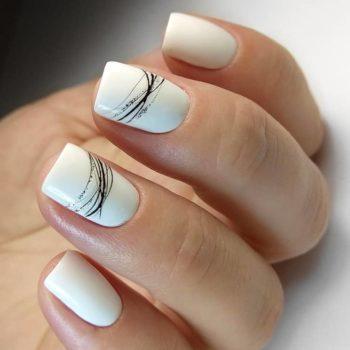фото Паутинка на ногтях в студии красоты
